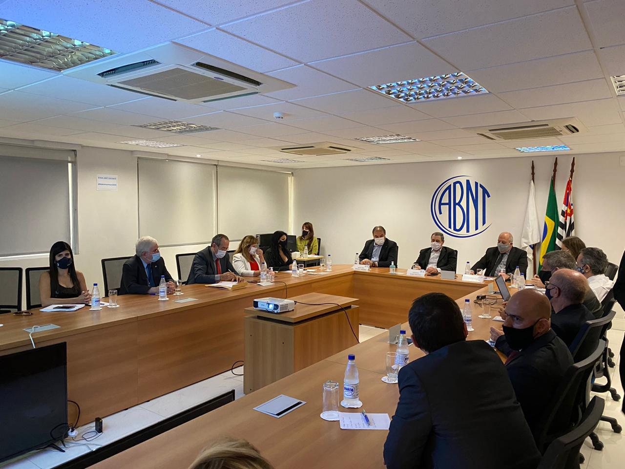 Reunião da ABNT na sede do CONFEA